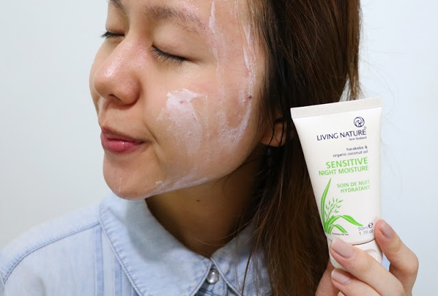 Kem giữ ẩm ban đêm Living Nature Sensitive Night Moisture