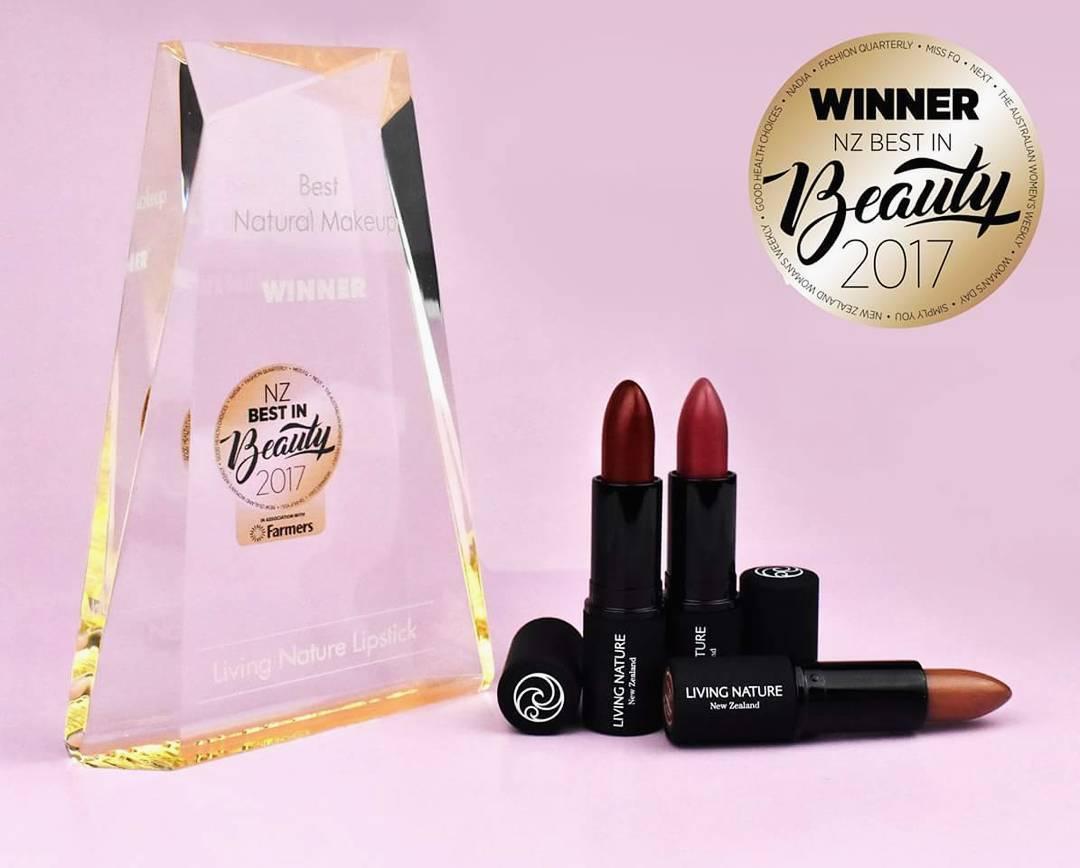"""Son môi Living Nature đạt giải thưởng """"Best Natural Makeup"""" tại Bauer Beauty Awards"""
