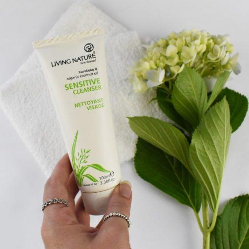 Sữa rửa mặt cho da nhạy cảm Living Nature Sensitive Cleanser 2