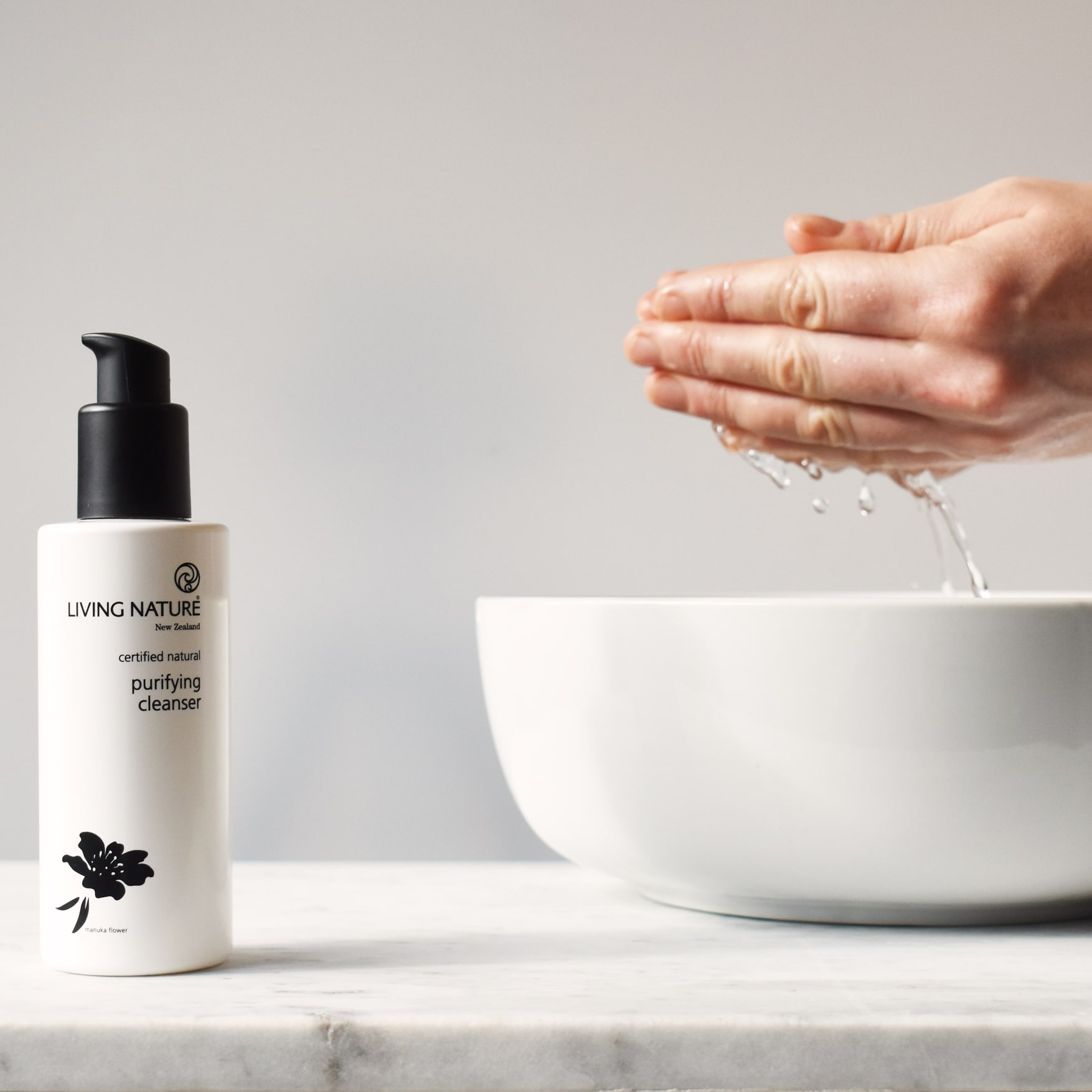 Sữa rửa mặt Purifying Cleanser Living Nature 6