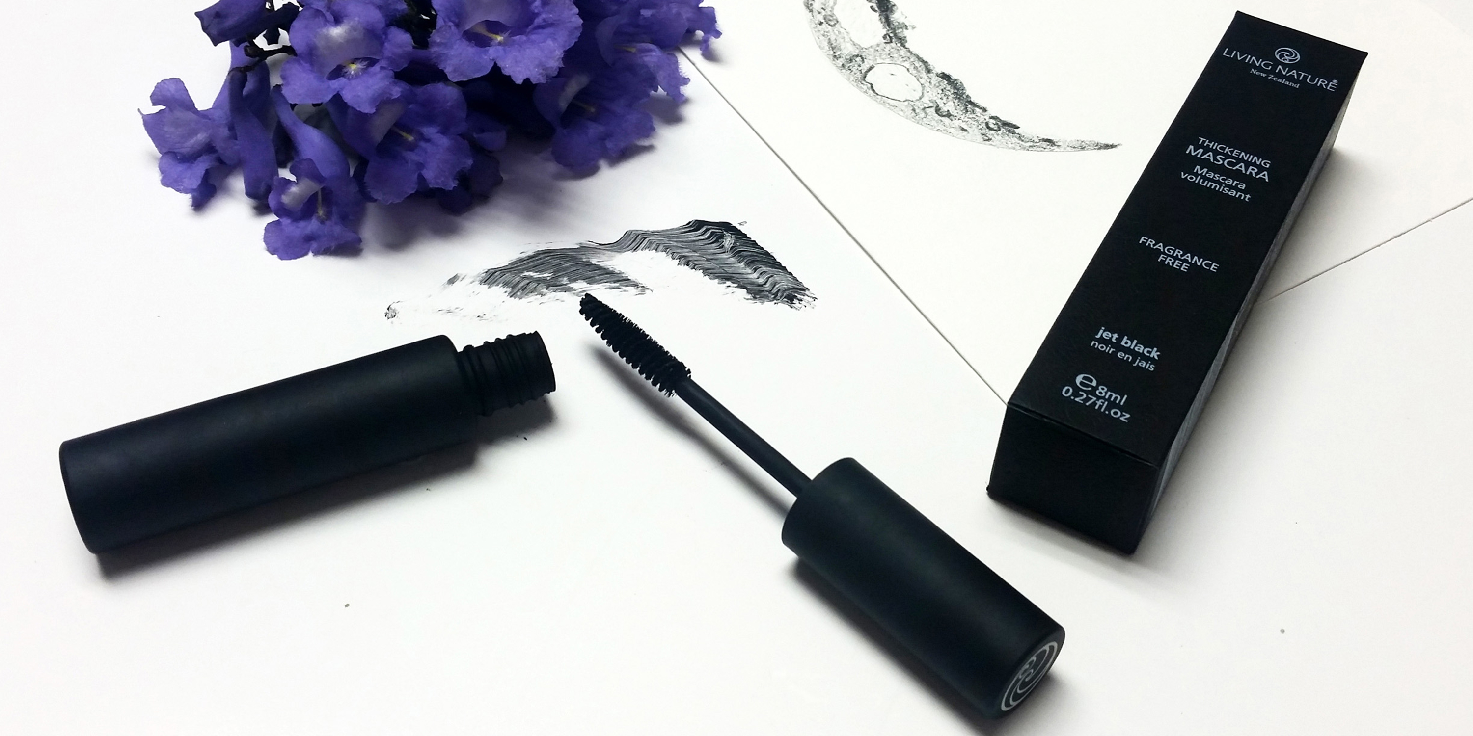 Mascara Living Nature  - Thickening Jet Black 4
