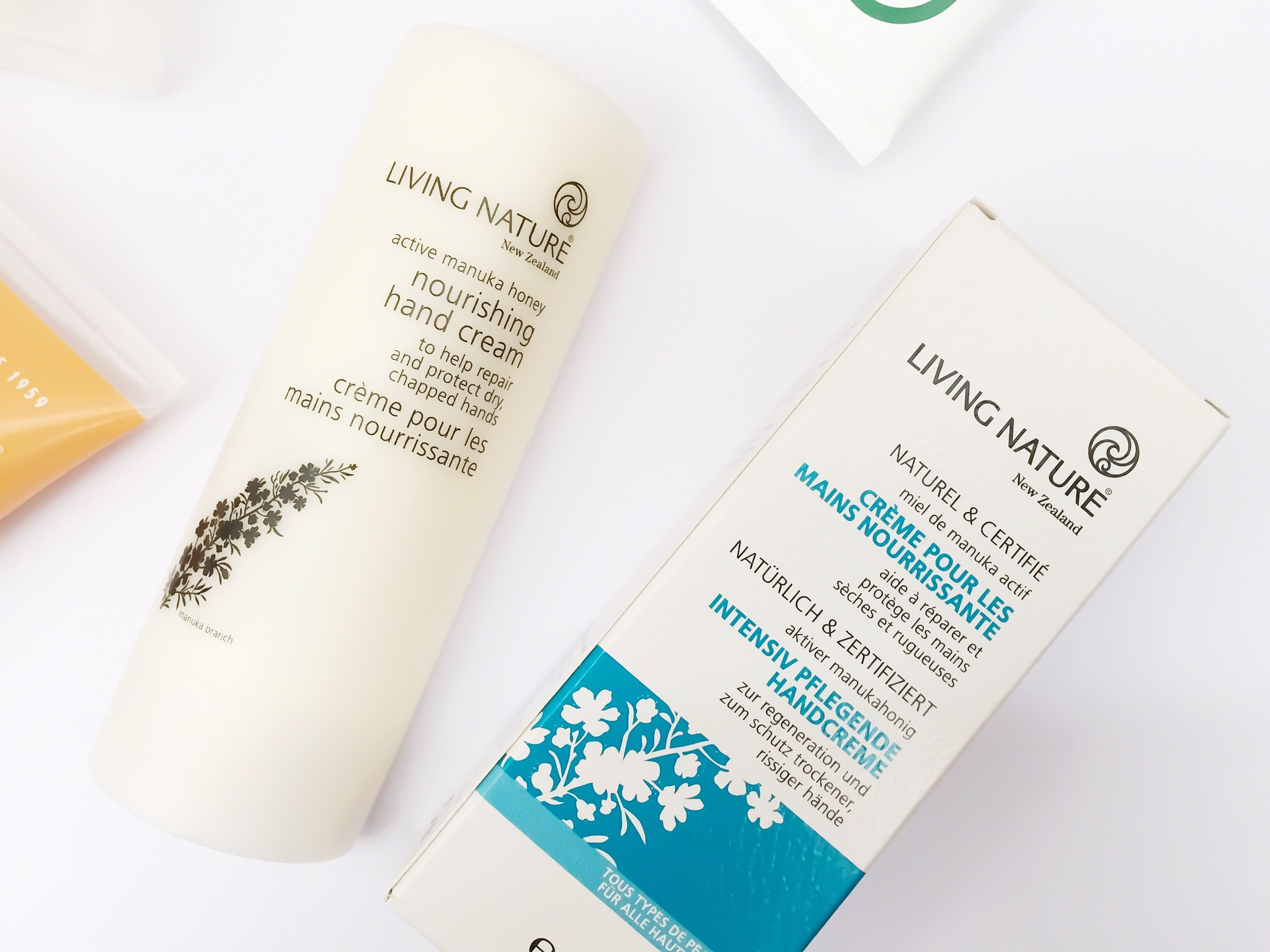 Kem dưỡng da tay Living Nature Nourishing Hand Cream 1