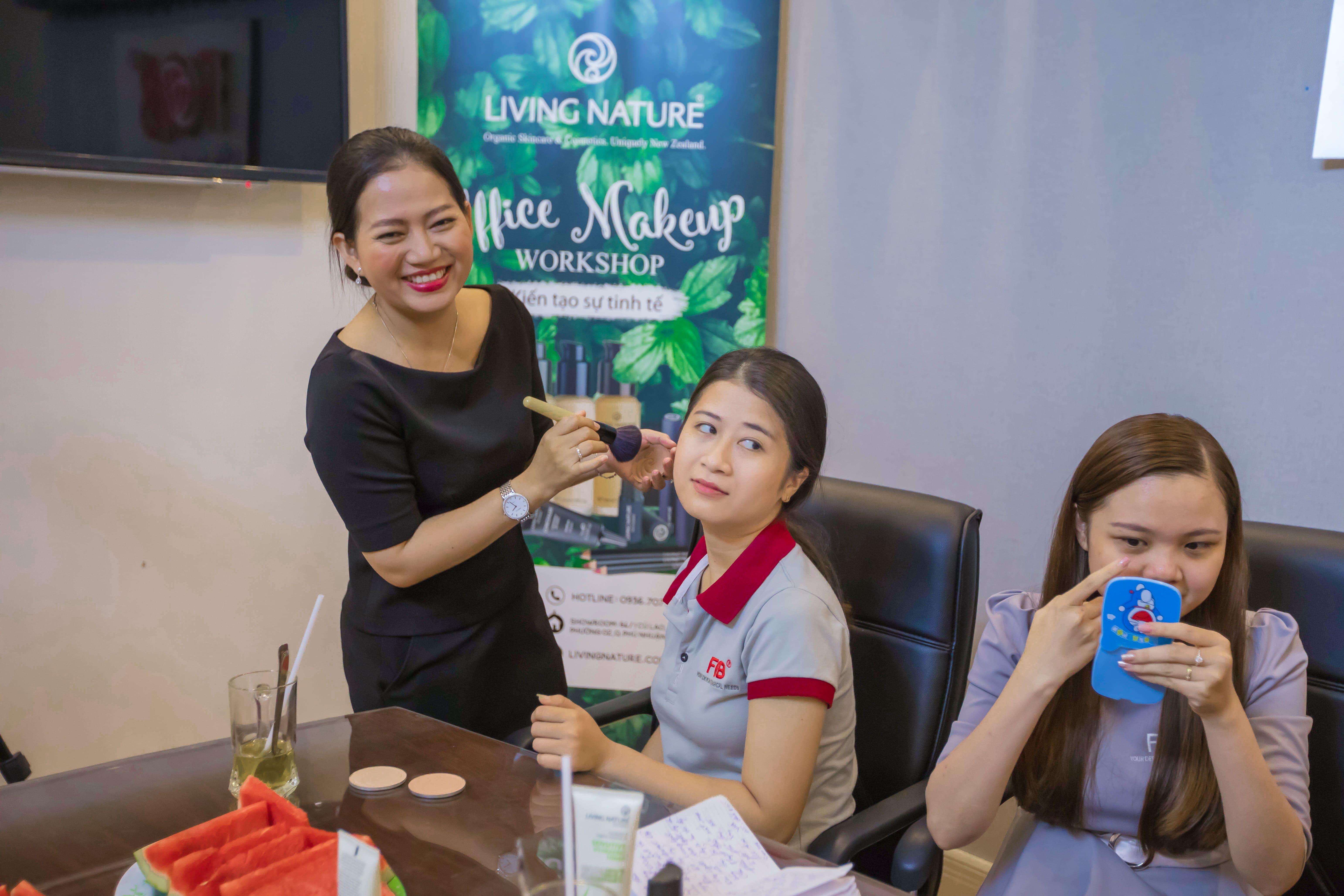 Mỹ phẩm Living Nature tổ chức workshop makeup 6