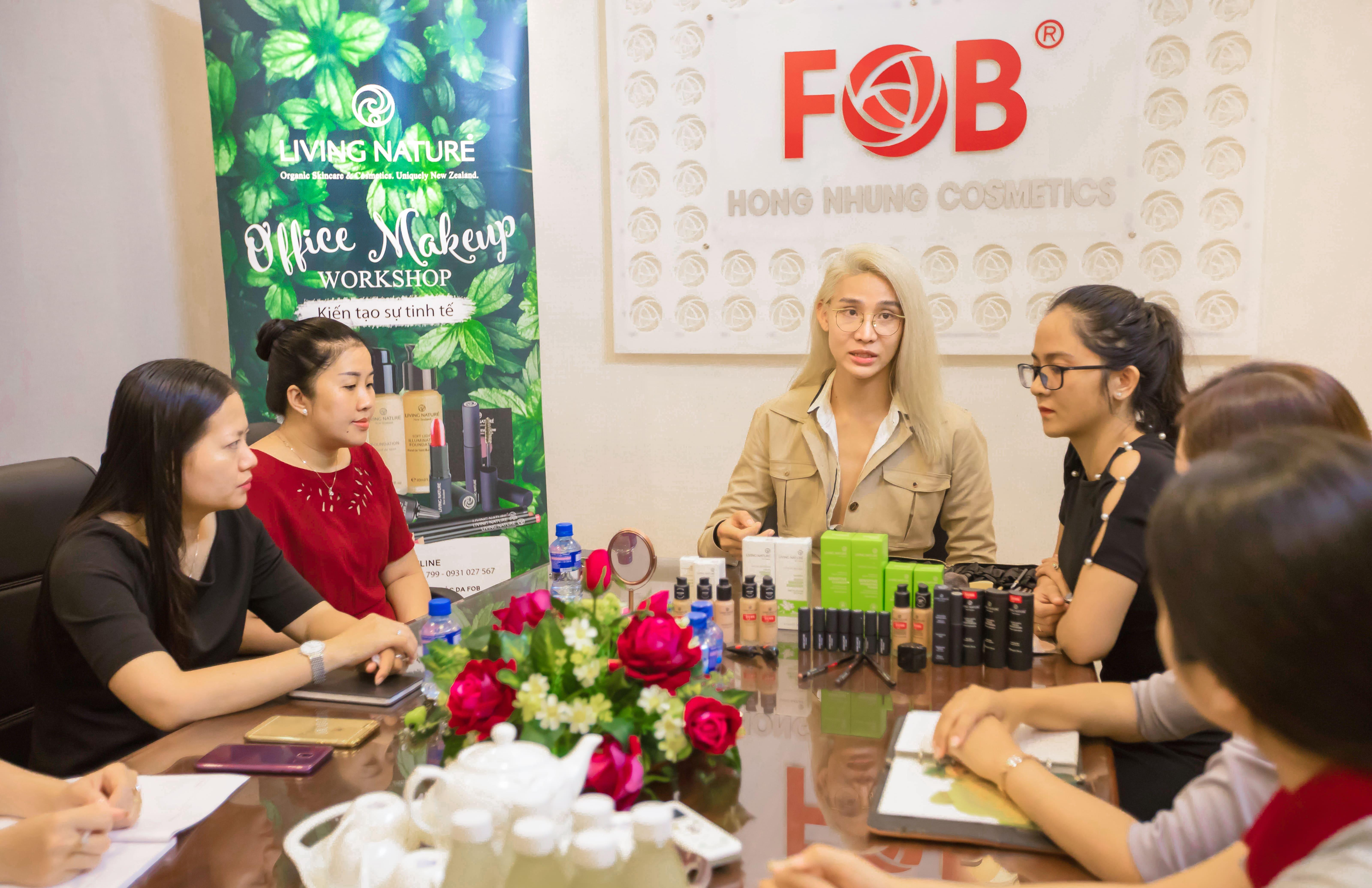 Mỹ phẩm Living Nature tổ chức workshop makeup