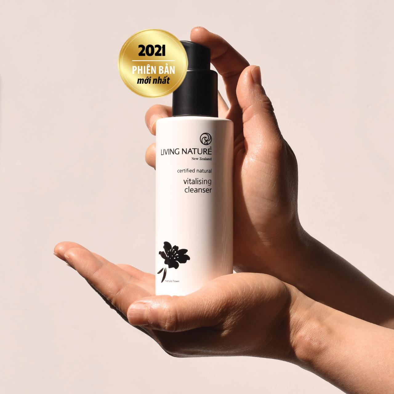 Sữa rửa mặt Living Nature Vitalising Cleanser 5