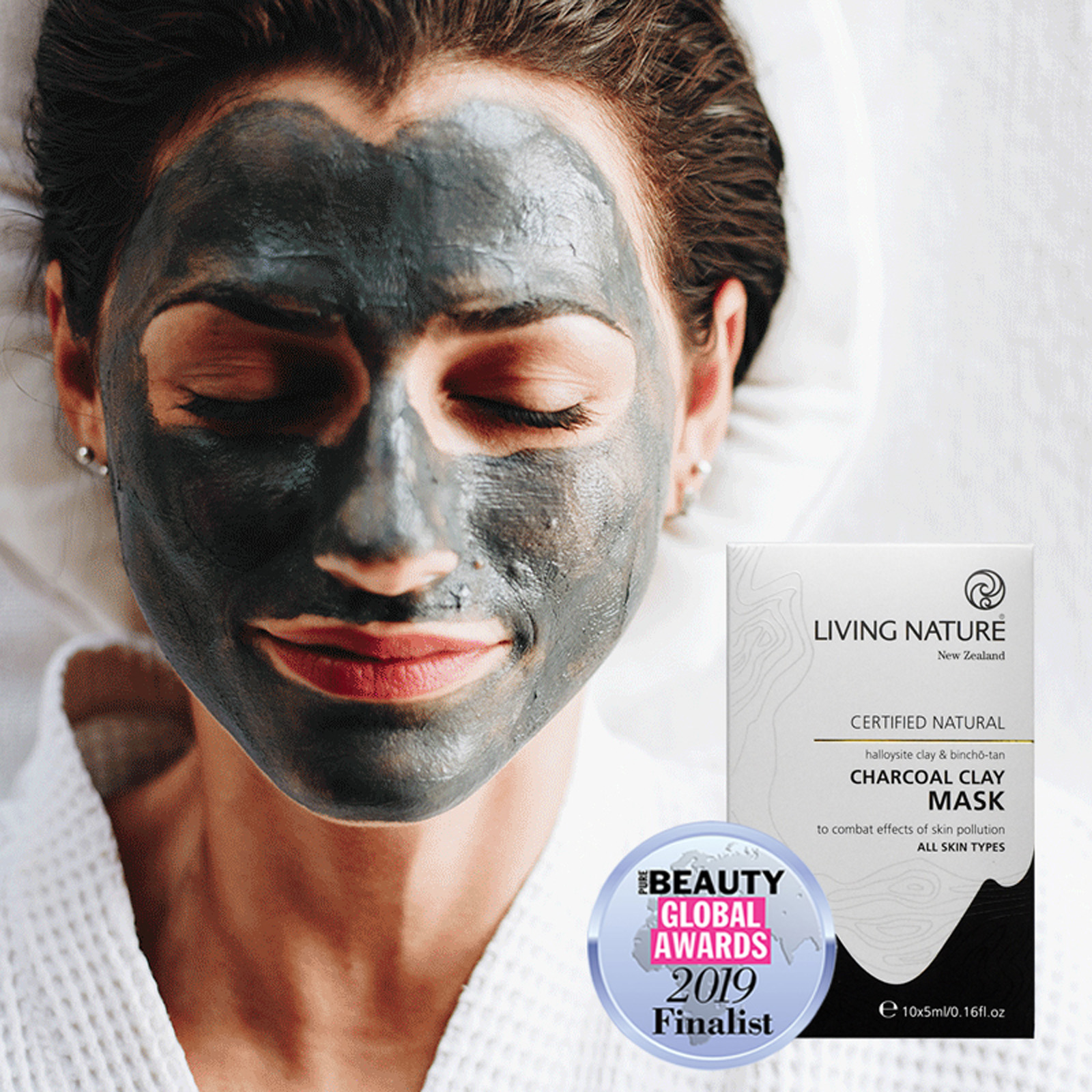 Mặt nạ Living Nature Charcoal Clay Mask