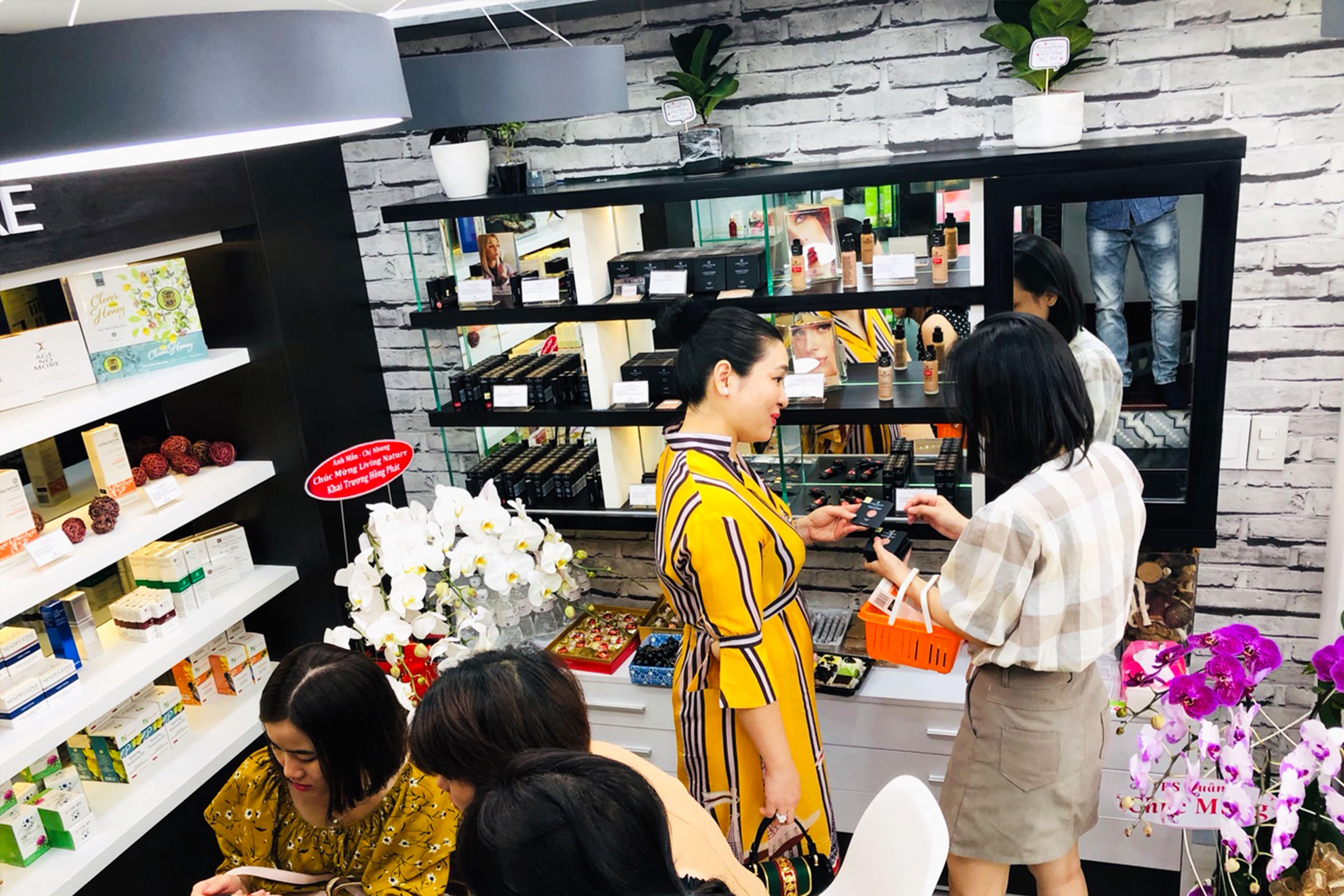Showroom mỹ phẩm Living Nature tại Việt Nam