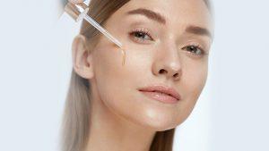 Tại sao serum tái tạo da lại được nhiều chuyên da thẩm mỹ khuyên dùng?